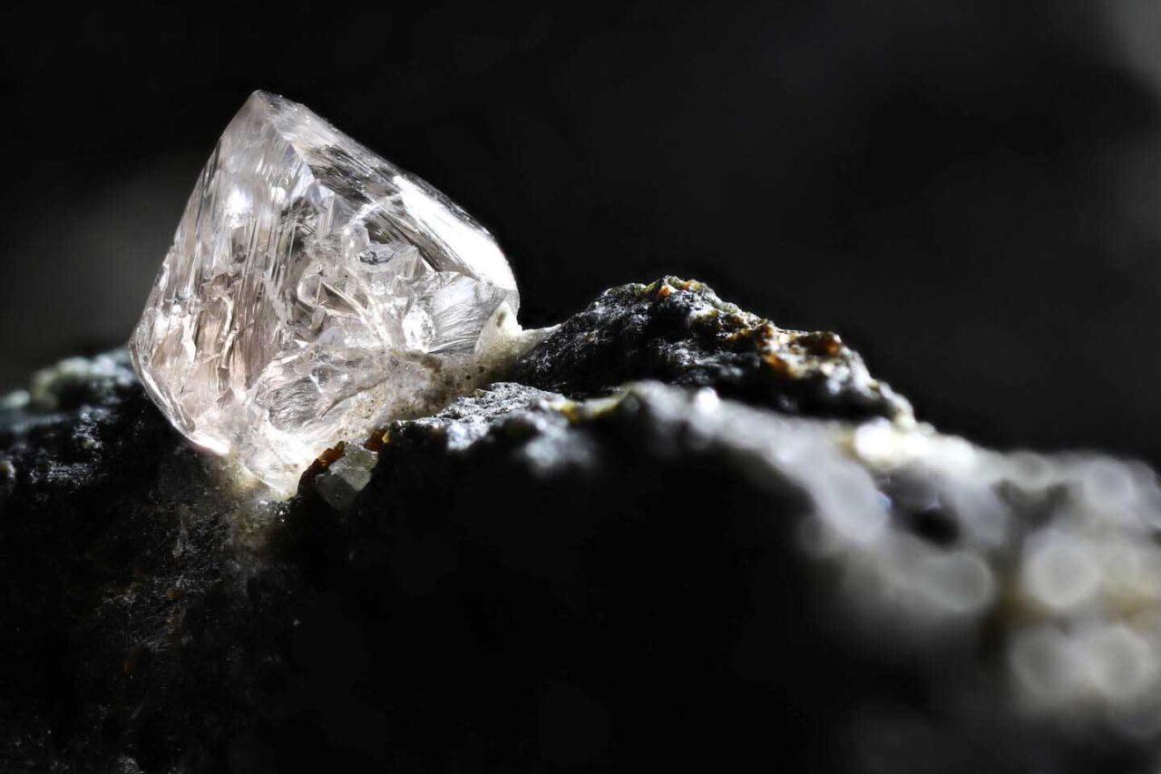 Почему природные бриллианты вечны